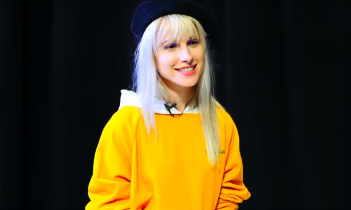 Resultado de imagen de hayley williams behind the brand
