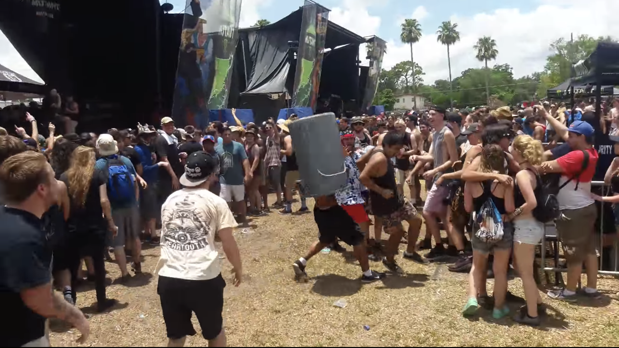 The 9 Wildest Things We've Seen In Warped Tour Mosh Pits ...