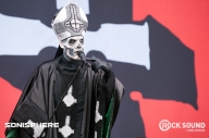 12 Photos Of Ghost Gesturing Towards Things At Sonisphere